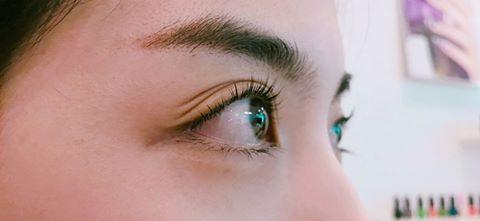 Cho mình hỏi uốn mi có hại gì cho mắt không?