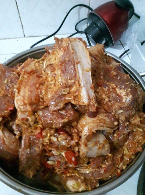 Có ai biết công thức làm thịt lợn ướp muối hạt to, bỏ trong chum hay vại sành theo kiểu ngày xưa các cụ hay làm không?