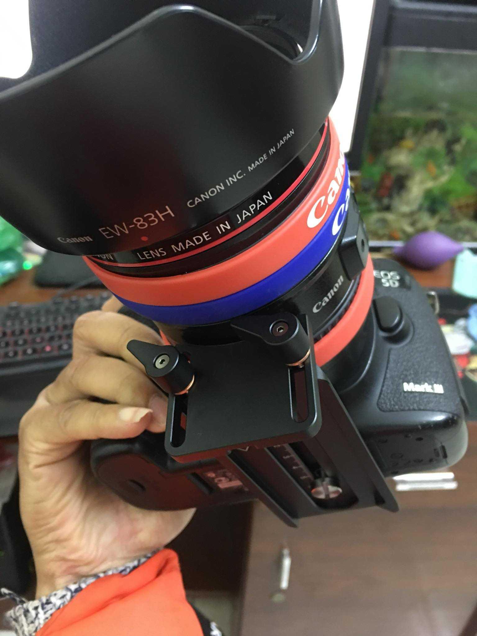 Em mới mua cái gimbal chống rung Crane2,nhưng sao cái đỡ lens của e nó lại khác cái e vẫn xem trên web vậy các bác nhỉ?