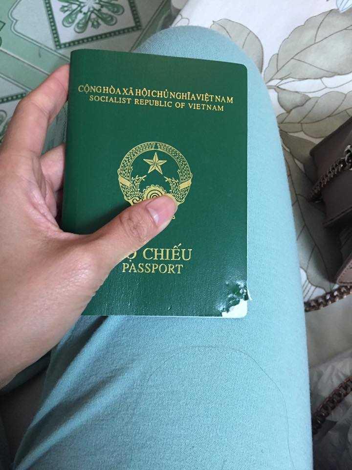 Cho mình hỏi hộ chiếu của mình bị chó cắn mất một góc bên phải dưới thì có đi Hàn được nữa không?